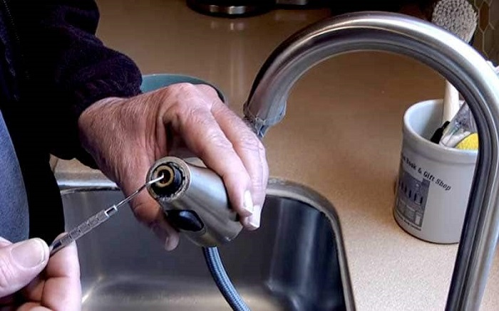 How to Clean Kitchen Faucet